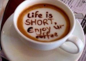 La vida es corta disfruta un café